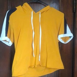Yellow cropped shirt with hood
